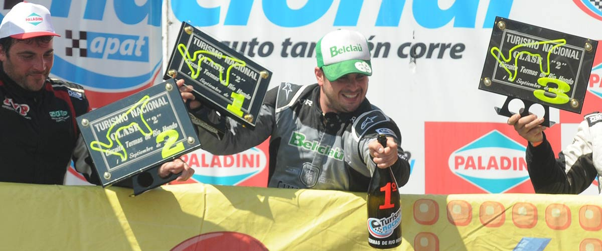 Agustín Herrera en lo más alto del podio en Termas (foto APAT)