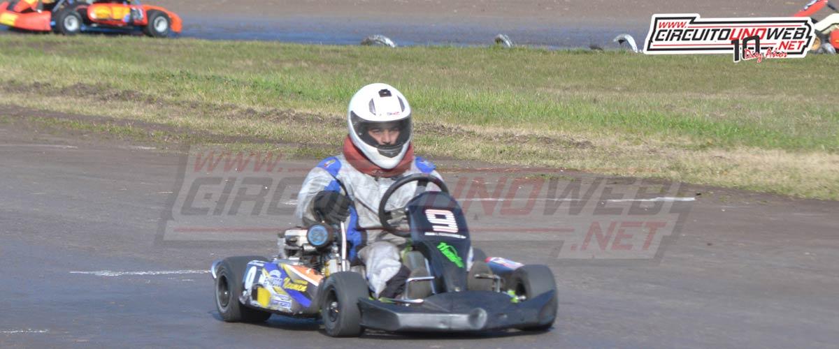 Matías Berceche llegando al triunfo con el karting de Juan Fernández