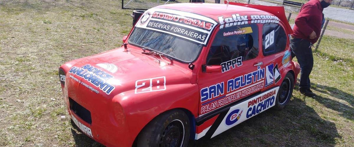 Gustavo Pendas estuvo presente con su Fiat en la prueba realizada en La Bota (foto Martín De Francesco)