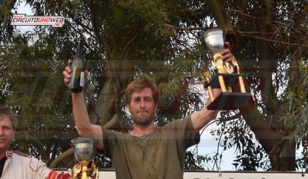 Andrés Gallego festejó en lo más alto del podio