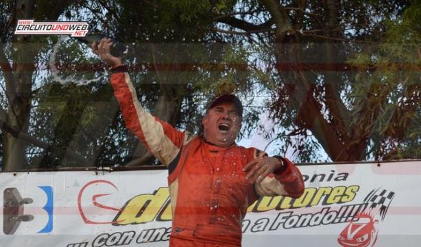 Juan Giancaterino festejó el campeonato en lo más alto del podio