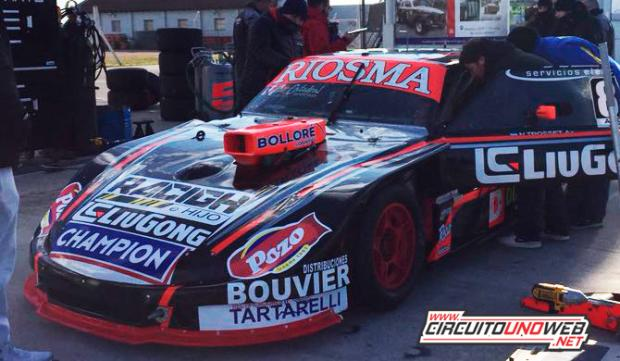 Nicolás Trosset probó con sus dos pilotos invitados en Olavarría (foto Facebook A. Herrera)