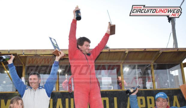 Luciano Yane festejó en lo más alto del podio
